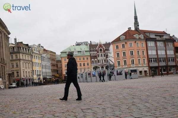 הכיכר המרכזית בעיר העתיקה של ריגה   (צילום: כרמית וייס)
