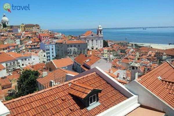 תצפית על גגות ליסבון  (צילום: כרמית וייס)