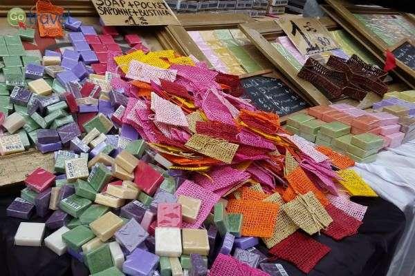 סבון תוצרת מרסיי, נמכר בחנויות סבון בעיר (צילום: יעל הרמלין)