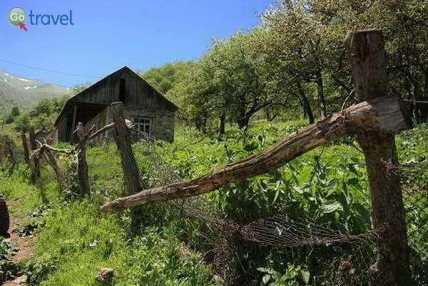 בקתה צנועה בכפר קלאבאן (צילום: עומר בריקמן)