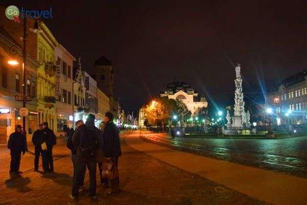 העיר מוארת לעת ערב  (צילום: כרמית וייס)