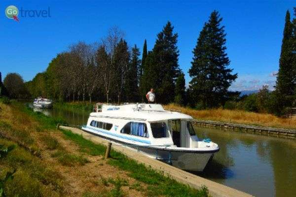 שייט עצמאי בתעלת דו-מידי שבדרום צרפת (צילום: קמילה דולינסקי)