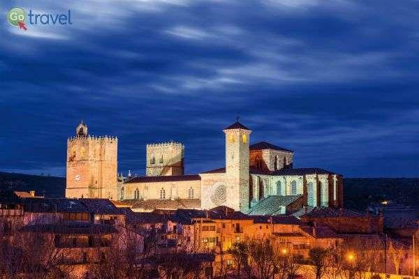 העיר העתיקה סיגוונזה, בלילה (צילום: Turismo Castilla-La Mancha)