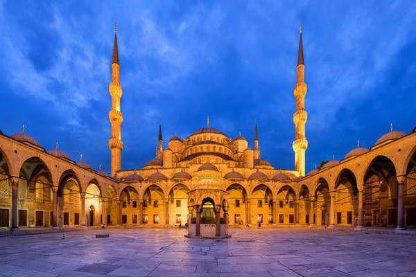 המסגד הכחול לעת ערב  (צילום: Benh LIEU SONG)