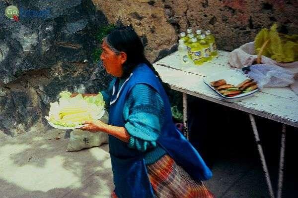 """מאכלים מקומיים וטעמי פרו, על הדרך (צילום: ד""""ר רמי דברת)"""