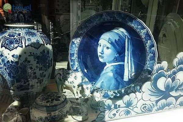 הנערה בחנות החרסינה  (צילום: כרמית וייס)