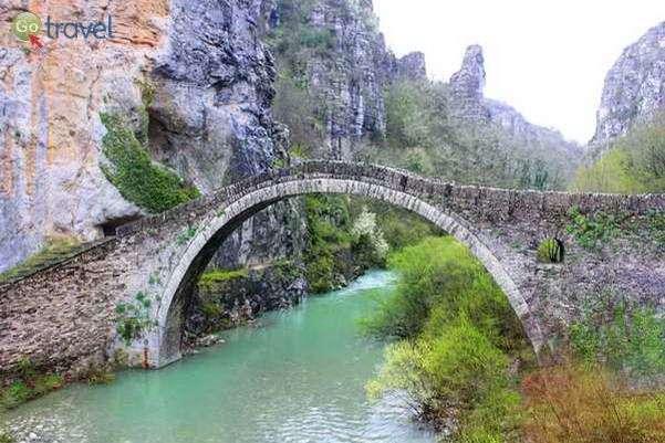 גשר קוקורי, עוד אחד מהגשרים העתיקים של חבל זגוריה  (צילום אלון שורק)