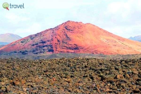 """32 הרי געש חדשים נוצרו באי לפני כ- 200 שנה (צילום: ד""""ר שלמה צדקיהו)"""