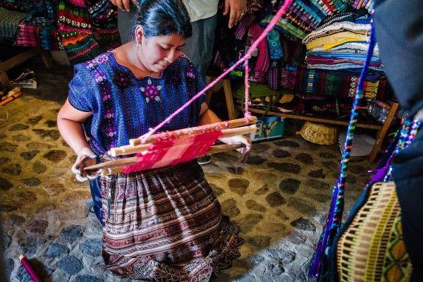 אריגת בדים מסורתית (צילום: Steven dosRemedios)