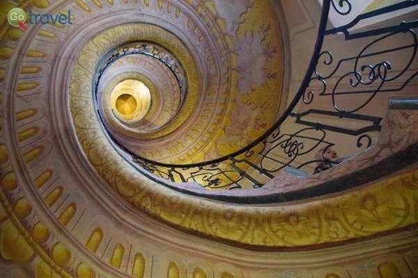 מדרגות במנזר של מלק  (צילום: כרמית וייס)