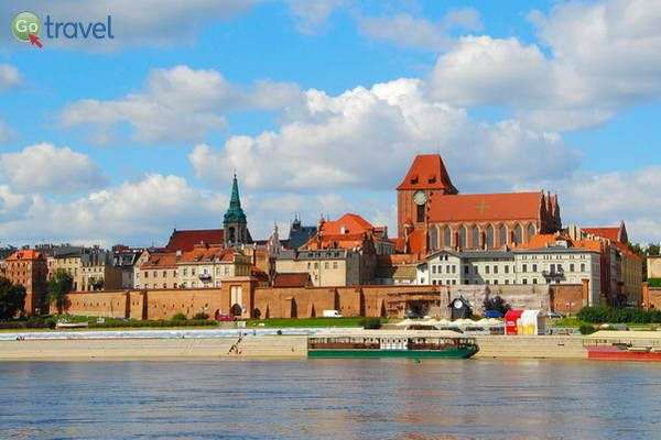 מראה העיר טורון והחומות מנהר הוויסלה  (צילום: Visit Torun)