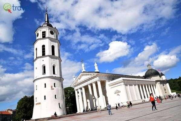 הקתדרלה ומגדל הפעמונים  (צילום: כרמית וייס)