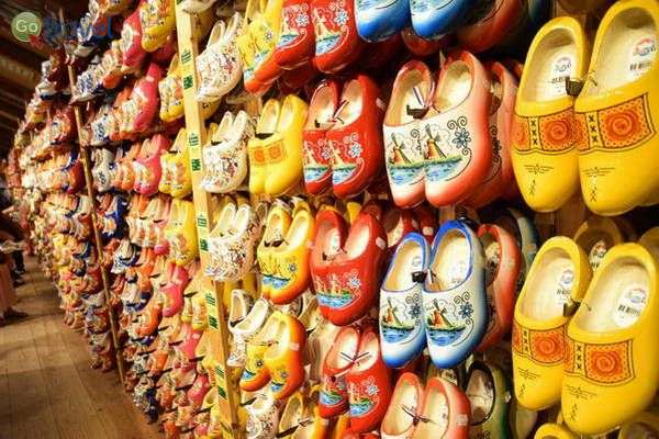 נעלים במוזיאון הפתוח זאנסה סכאנס  (צילום: כרמית וייס)