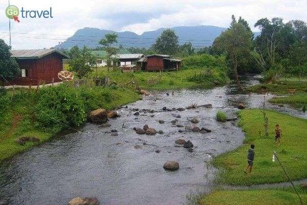כפר קטן ברמת בולאוון (צילום: Ken Marshall)