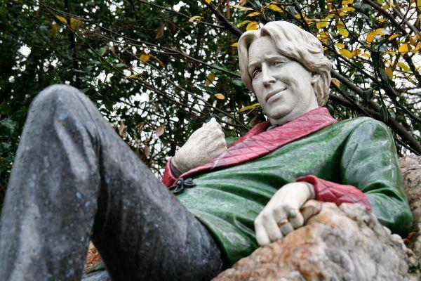 פסלו של אוסקר ויילד (צילום: anaxila)
