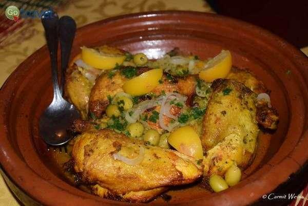 טאג'ין עוף בזיתים  (צילום: כרמית וייס)