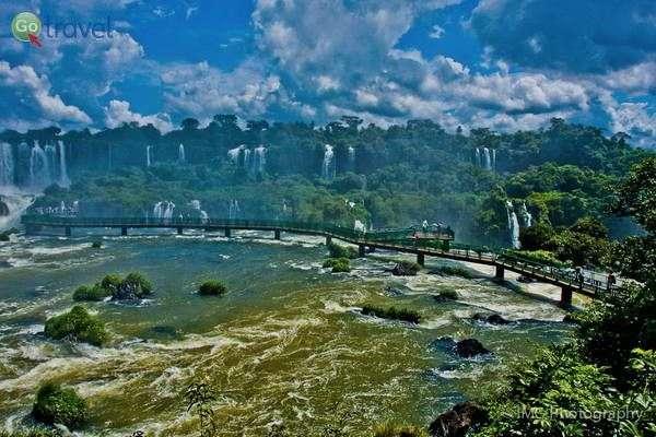 מים מכל כיוון אפשרי   (צילום: Ian Gampon)