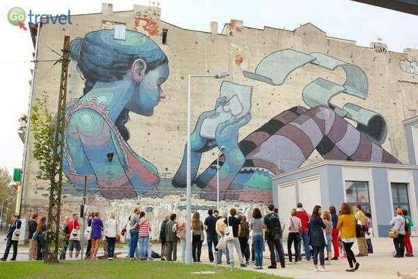 ציורי קיר הופכים את לודג' למוזיאון אמנות פתוח  (באדיבות: לשכת התיירות של לודג')