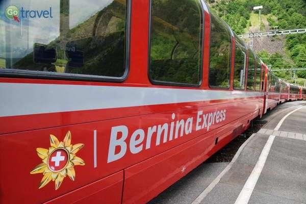 רכבת אדומה עם חלונות פנורמיים  (צילום: כרמית וייס)