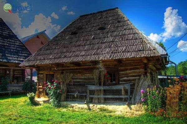בתי עץ וגגות קש בכפרי מרמורש  (צילום: Luc Coekaerts)