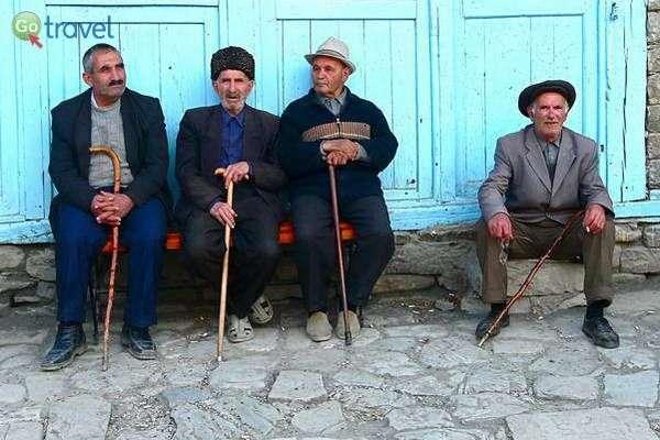 זקני הכפר  (צילום: Rita Willaert)