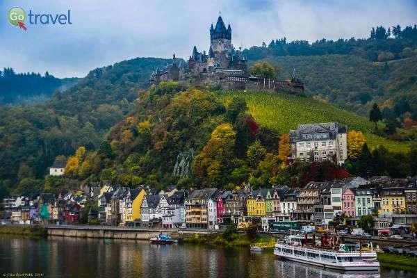 הטירה הצופה על הנהר, בעיר קוכם (צילום: Polybert49)
