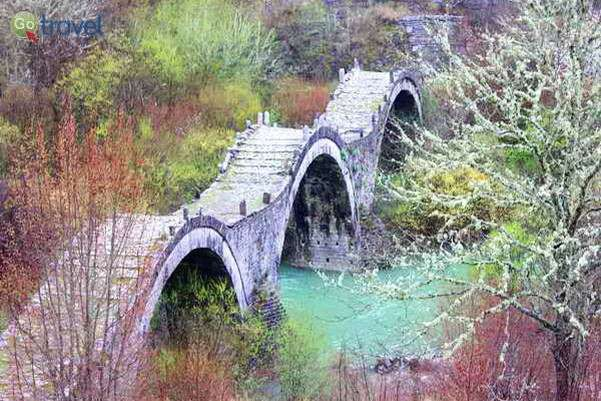 גשר גאלוגריקו, אחד מהגשרים העתיקים של חבל זגוריה  (צילום אלון שורק)