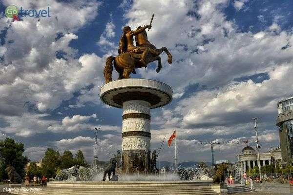 מונוממנט בכיכר סקופיה (צילום: Nace Popov)