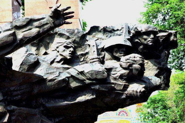 אנדרטת זיכרון לגיבורי המלחמה (צילום: גליה גוטמן)