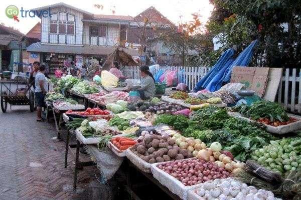 שווקי פירות וירקות, מגוון וטעמים נדירים (צילום: Rolling Okie)