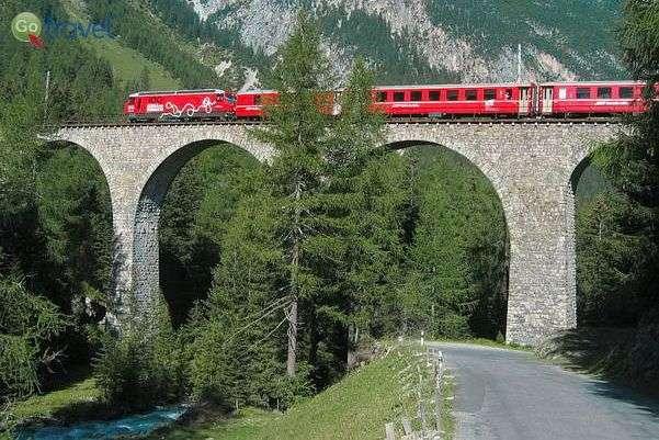 גשר מעל ערוץ אלבולה  (צילום: Bernina)