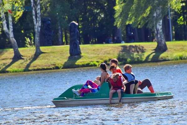 שייט באחד מ- 6,000 האגמים של ליטא  (צילום: כרמית וייס)