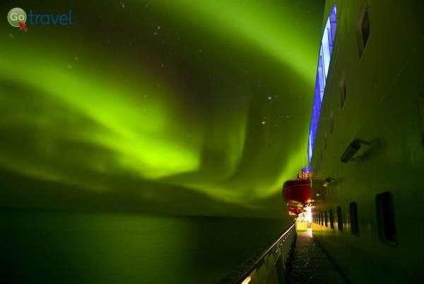 ספינת הורטיגרוטן והזוהר הצפוני  (צילום: Hurtigruten)