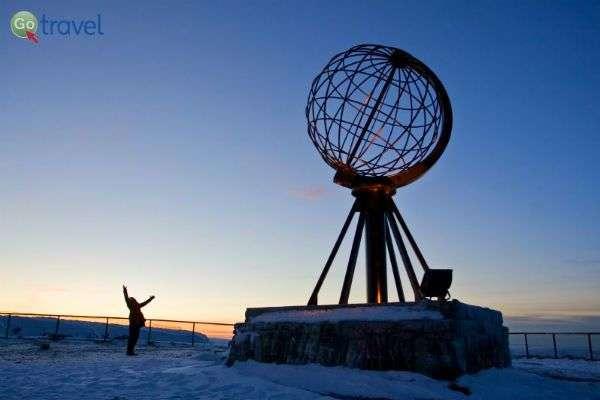הנורד קאפ - כאן ניתן לחוות את שמש חצות (צילום: Hurtigruten)