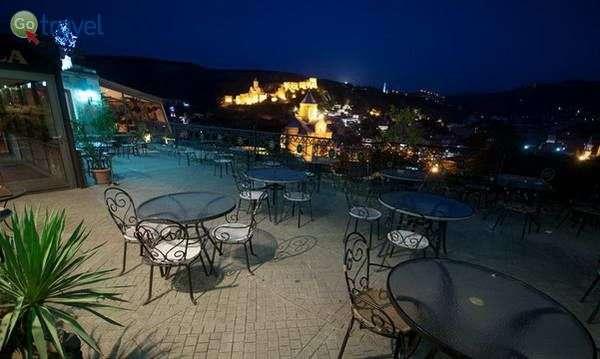 תצפית על טביליסי ממסעדת מלון קופאלה  (Hotel Kopala)