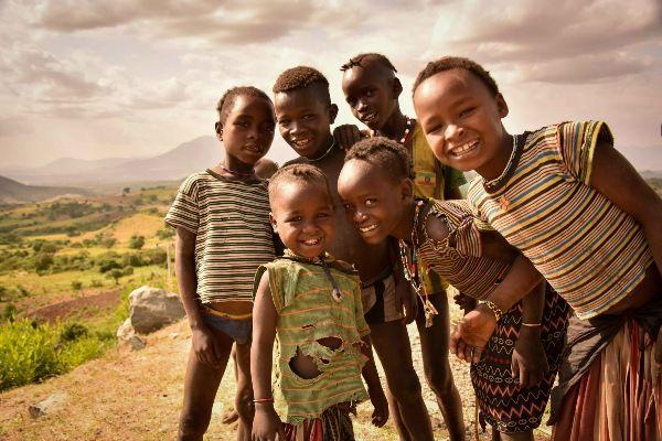 ילדי שבט הקונסו (צילום: Rod Waddington)