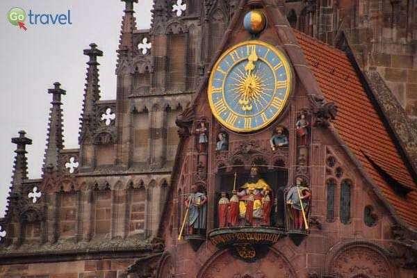 ריקוד הדמויות בשעון כנסיית גבירתנו  (צילום: כרמית וייס)