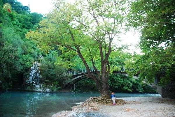 הגשר העותמאני על נהר וויידומאטיס  (צילום: כרמית וייס)