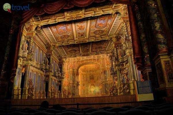 הבמה המפוארת באופרה של ביירוית  (צילום: כרמית וייס)