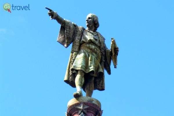 מכוון את התנועה - פסלו של קולומבוס (צילום: ירדן גור)