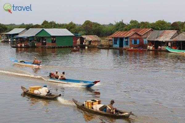 סירות יוצאות מאגם טונלה סאפ (צילום: Juan Antonio Segal)
