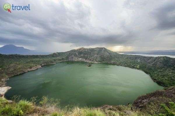 אגם בלוע הר הגעש תאאל (צילום: איציק יוגב)