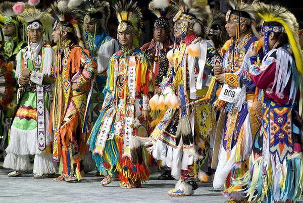 תחרות ריקודי  Pow Wow  (צילום: Cynthia Frankenburg)