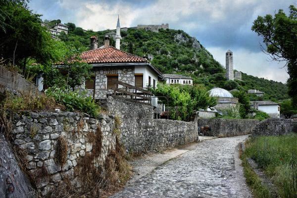 העיירה הציורית פוצ'יטלי (צילום: Jocelyn Erskine-Kellie)