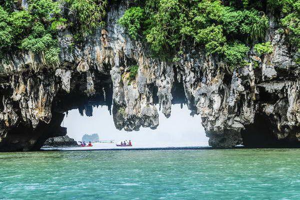 מערות נטיפים במפרץ פאנג-נגה  (צילום: Hipponite Monruedee Jansuttipan)