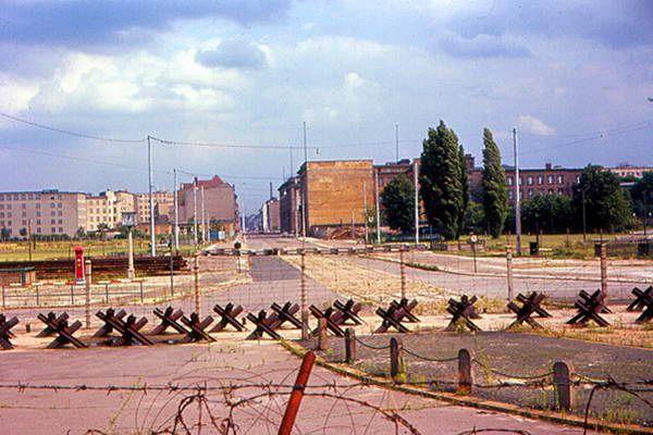 שטח ההפקר בו שוכנת כיום כיכר פוטסדאם, 1963  (צילום: Roger W)