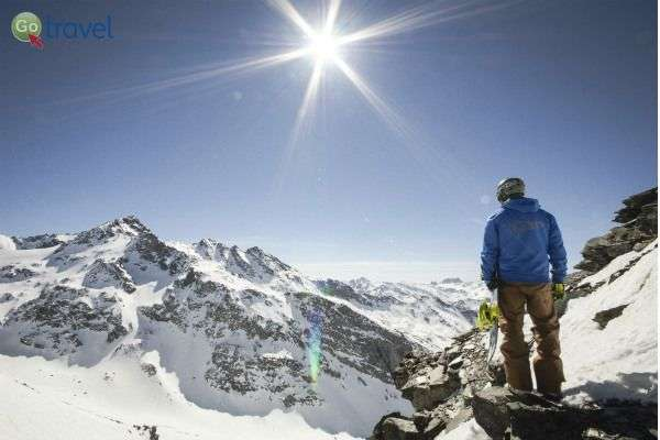 נופים מרגשים מהפסגה, רגע לפני שגולשים אותה (צילום: גיא פטאל ל- SkiDeal)