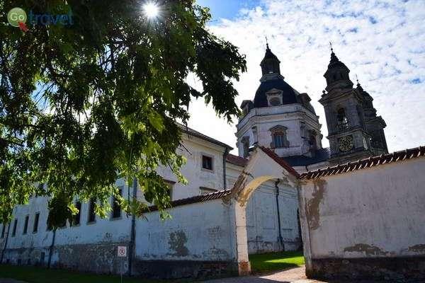 מנזר פז'איסלס לחופי הלגונה של קובנה  (צילום: כרמית וייס)