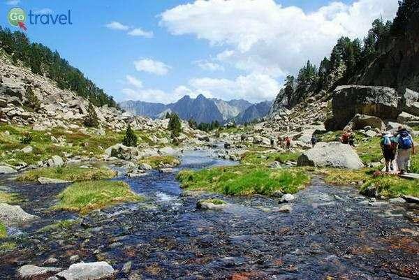 מסלול רגלי בהרי הפירנאים  (צילום: עופר שרון)