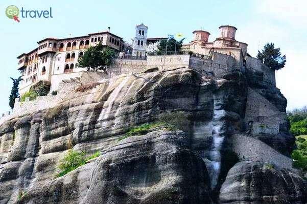 אחד ממנזרי מטאורה, שזכו לכינוי - המנזרים התלויים (צילום: צחי גלובין)